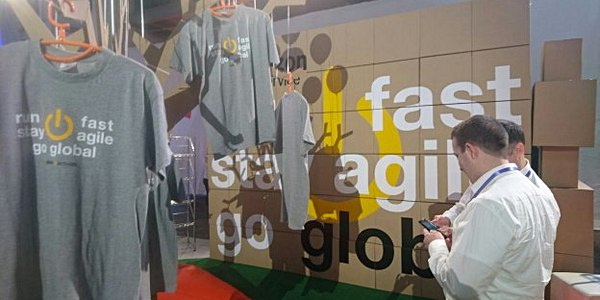 Stand d'Amazon au Mobile World Congress 2016 : T-shirts imprimés par Garment Printing